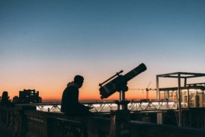 how to use a refracting telescope